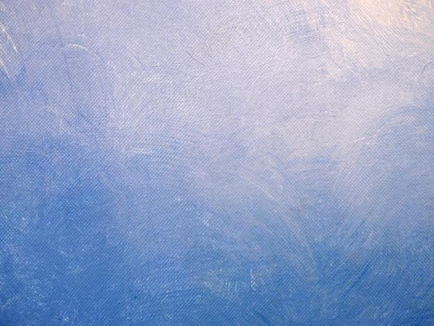 Aquarelle ciel bleu doux sur papier blanc.