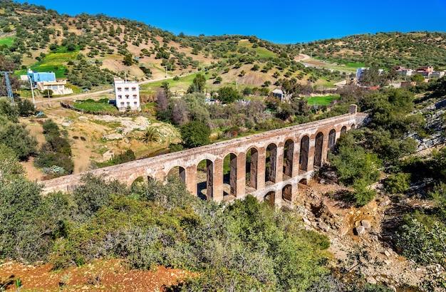 Aqueduc romain de haroune près de moulay idriss et volubilis au maroc