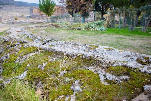 Aqueduc sur le territoire de la cité antique de hiérapolis.