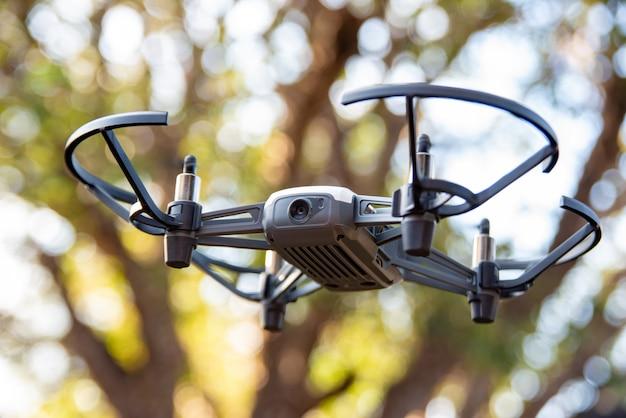 Araras, sao paulo, brésil. 03 septembre 2021. drone tello photographié en vol dans la nature, lumière naturelle, faible profondeur de champ, mise au point sélective.