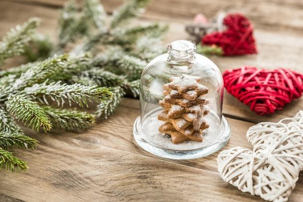 Arbre De Noël Doux Fait Maison Sous Le Dôme De Verre Photo Premium