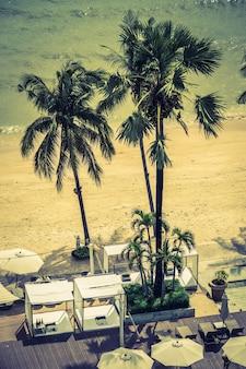 Arbre paml dans une plage avec un filtre
