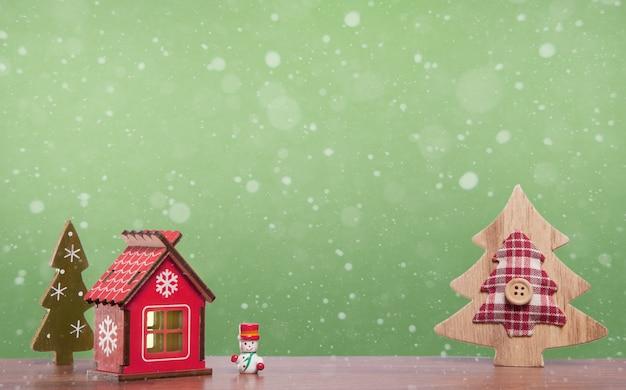 Arbres de noël doux jouets maison et bonhomme de neige