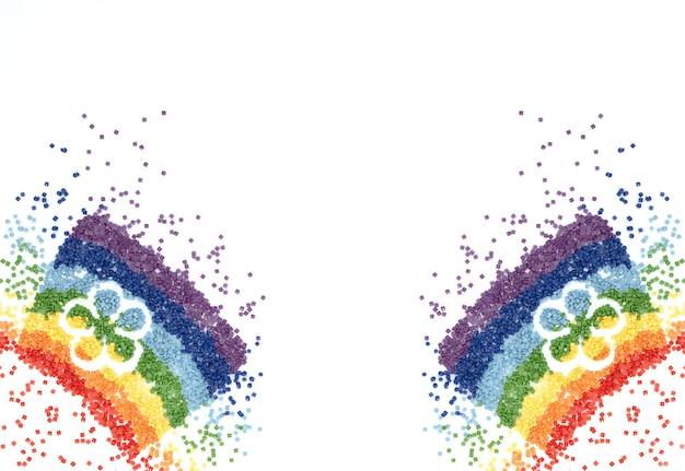 L'arc-en-ciel de cristaux colorés en forme de fleur pour la broderie au diamant