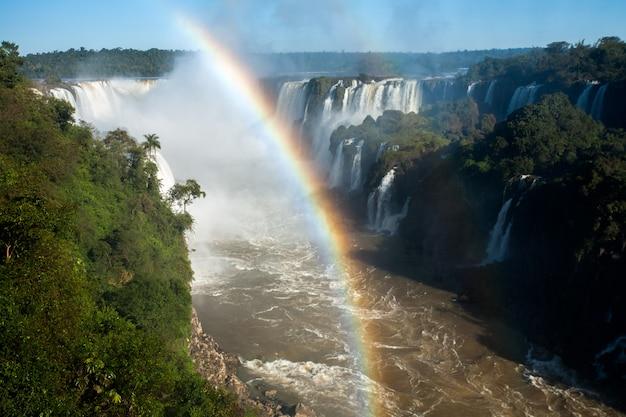Arc-en-ciel dans le parc national des chutes d'iguazu