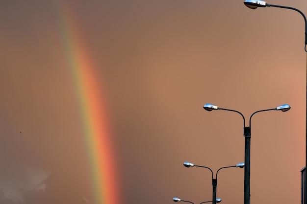 Arc en ciel lumière coucher de soleil nuage sombre