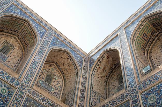 L'arc et le design extérieur de l'ancien registan à samarkand architecture ancienne de l'asie