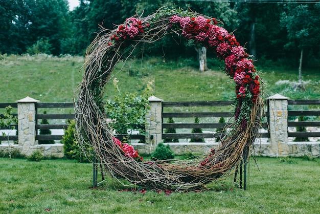 Arc de mariage. belle cérémonie de mariage.