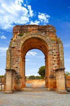 Arc romain de caparra en espagne estrémadure
