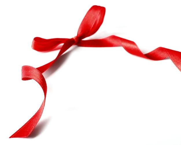 Arc rouge brillant isolé sur blanc