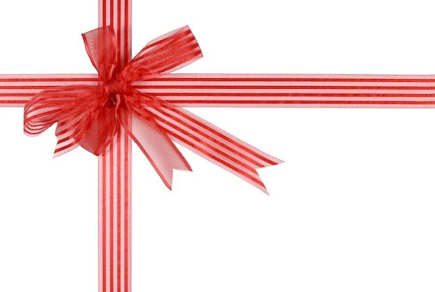 Arc de ruban cadeau rayé rouge isolé sur fond blanc