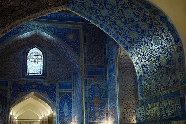L'arc et les salles internes de l'ancien registan à samarkand architecture ancienne d'asie