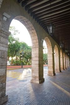 Arcades de la ville de mérida au yucatan au mexique