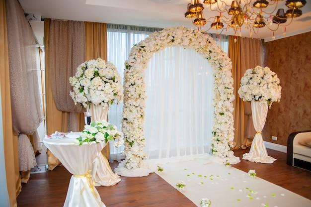 Arche et décor de mariage.