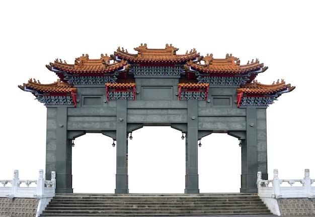 L'arche de porte du pavillon chinois en marbre gris traditionnel isolé sur fond blanc, un tracé de détourage