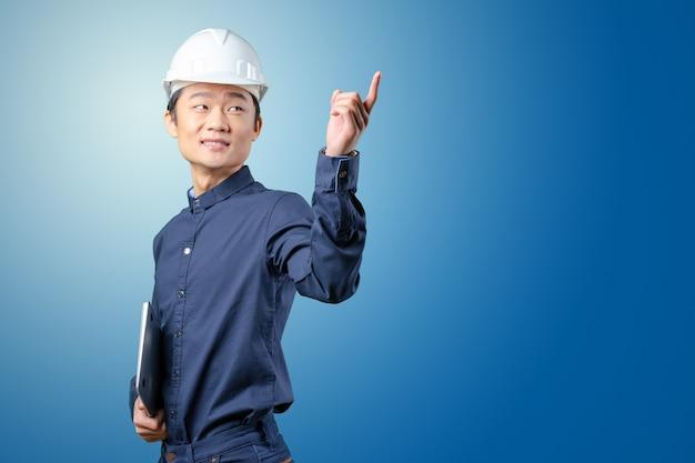 Architecte de beau jeune homme asiatique
