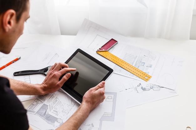 Architecte designer intérieur travail créatif dessin à la main design studio
