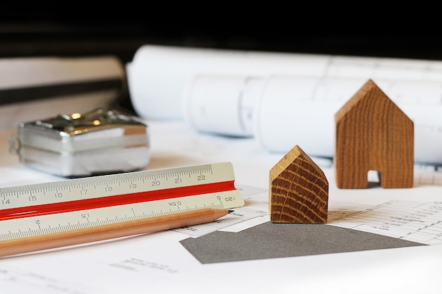 Architectes conceptuels, architecte travaillant sur le plan directeur