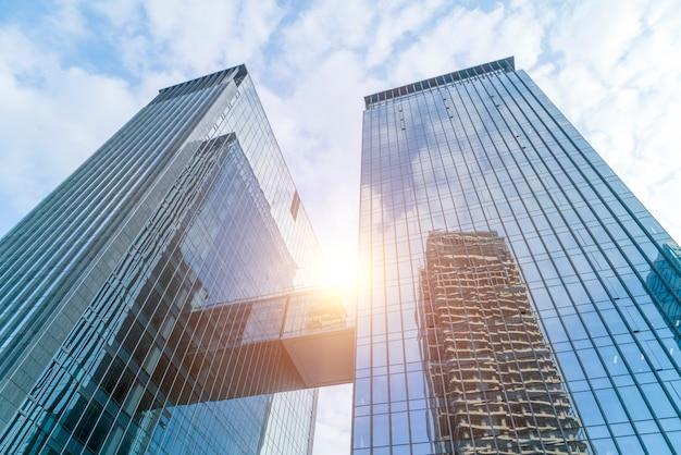 Architecture abstraite entrée bleue perspective financière