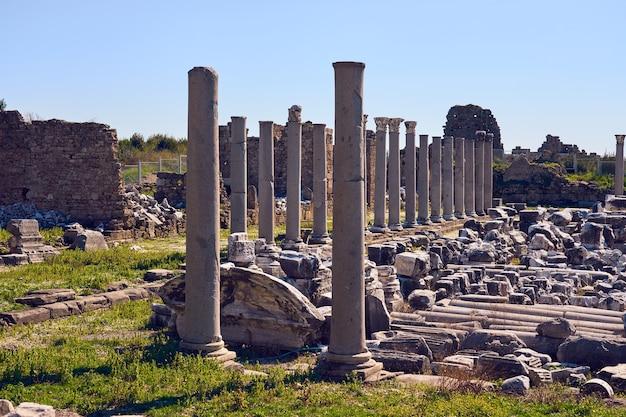 Architecture ancienne avec amphithéâtre