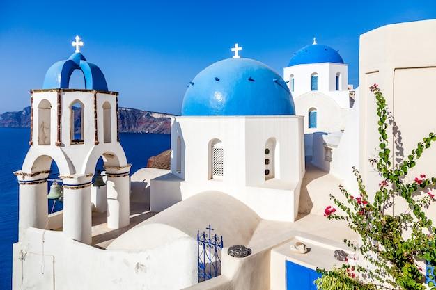 Architecture blanche sur l'île de santorin