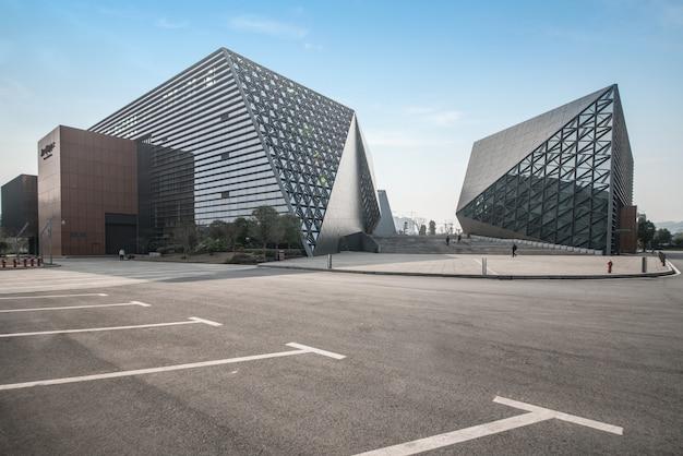 Architecture moderne du centre d'art de chongqing, chine