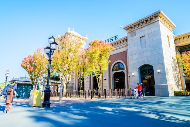 L'architecture et les touristes non identifiés