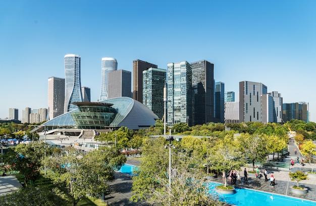 Architecture urbaine moderne dans la nouvelle ville de qianjiang, chine, hangzhou