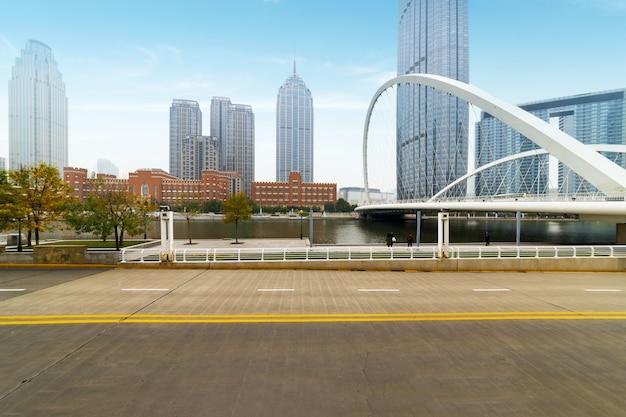 Architecture urbaine moderne, ponts et voies rapides à tianjin, chine