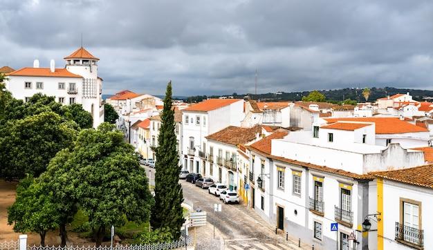 Architecture de la vieille ville d'evora. patrimoine mondial de l'unesco au portugal