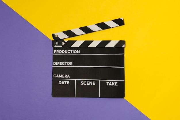 Ardoise de film vue de dessus sur table