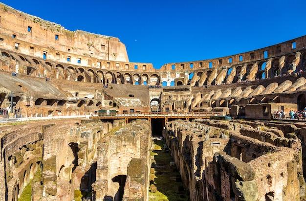 Arène du colisée ou amphithéâtre flavien à rome