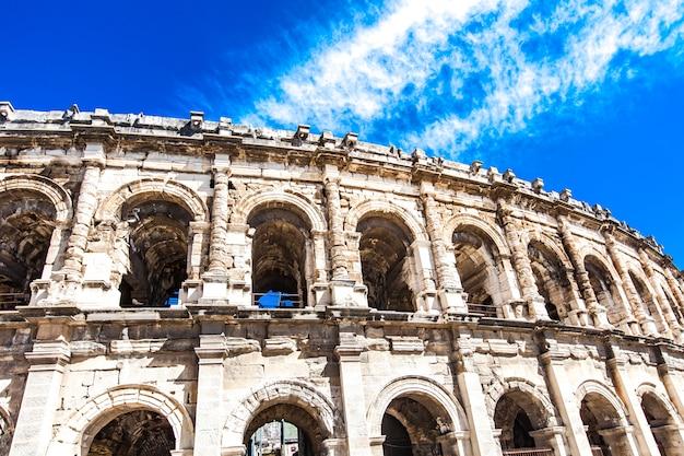 Arène de nîmes, amphithéâtre romain en france