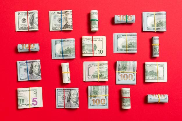 Argent avec cent dollars américains billets sur le dessus wiev avec fond dans les affaires