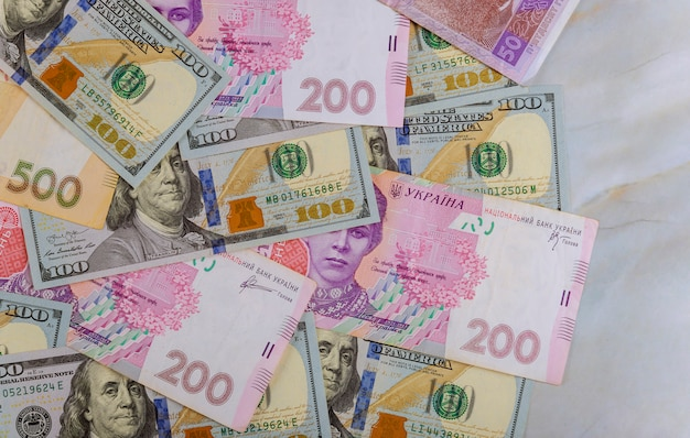 Argent, dollars, hryvnia, gros plan, finance concept, vue haut