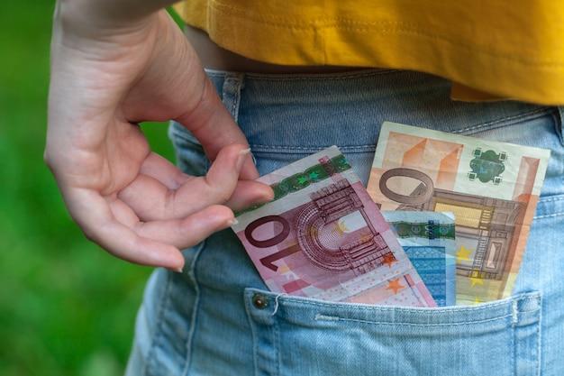 Argent en jeans poche de pantalon pour le shopping et les affaires