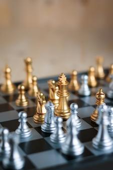 Argent et or avec l'ennemi dans les tactiques de la métaphore du jeu