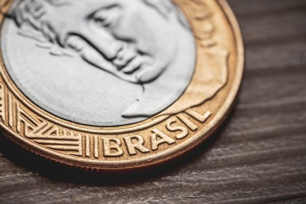 Argent réel brl du brésil une vraie pièce en gros plan