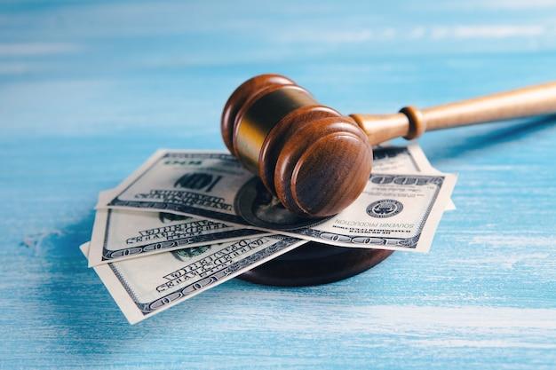 L'argent sous le marteau du juge