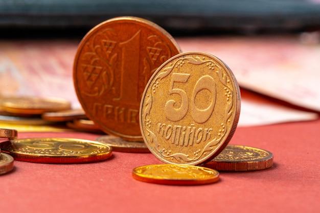 L'argent ukrainien. dénomination des nouveaux et retrait de l'ancien concept de pièces et billets