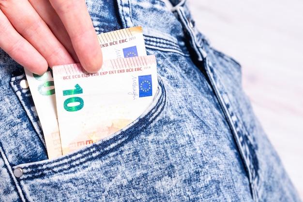 Argent volé de la poche d'un jean