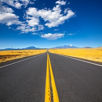 Arizona highway 89 us avec vue sur le pic humphreys enneigé