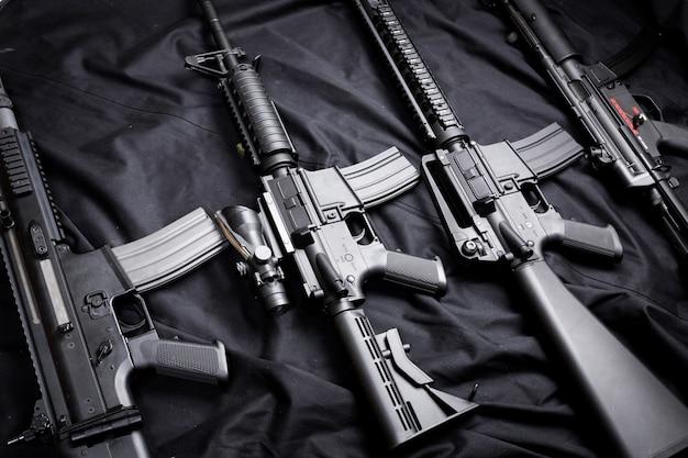 Arme moderne, fond noir