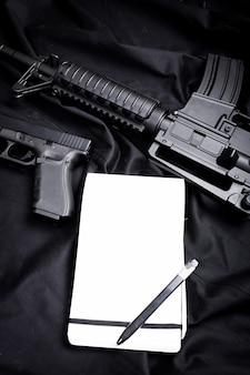 Arme moderne, noir