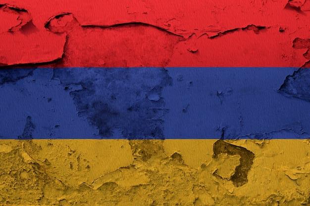 Arménie drapeau peint sur mur grunge fissuré