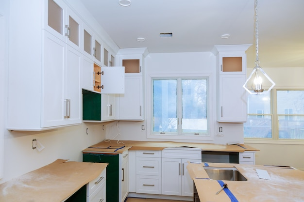 Armoire de coin aveugle, tiroirs d'îlot et comptoirs installés