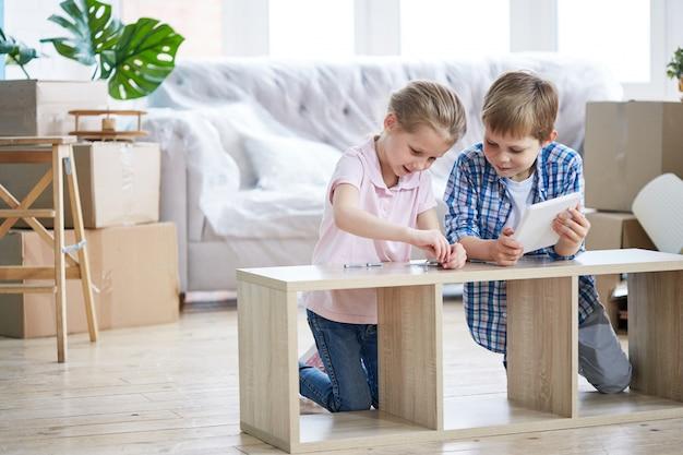 Armoire de montage pour petits frères et sœurs
