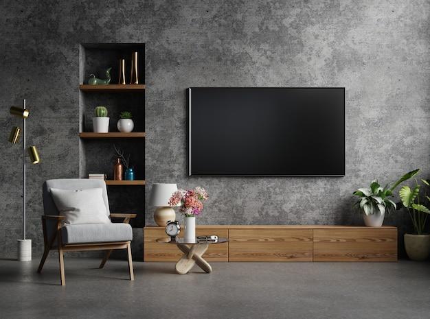 Armoire tv dans un salon moderne avec fauteuil, lampe, table, fleur et plante sur mur de béton