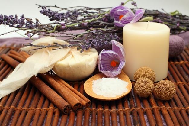 Aromathérapie - objets et fleurs spa