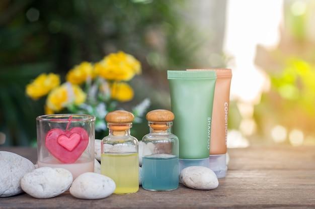 Aromathérapie produit spa de massage thérapeutique avec des fleurs de plumeria ou de frangipanier